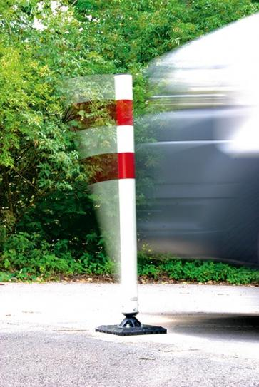 Flexible -KICKBACK©- traffic barrier