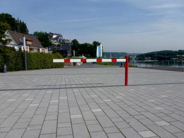 Swing barrier with pull rope reinforcement for casting in concrete