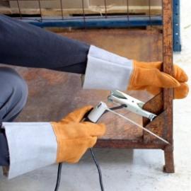 D-S's svetshandske, kraftig 3-fingers, värmebeständig med krage, sydd med Kevlar-tråd.